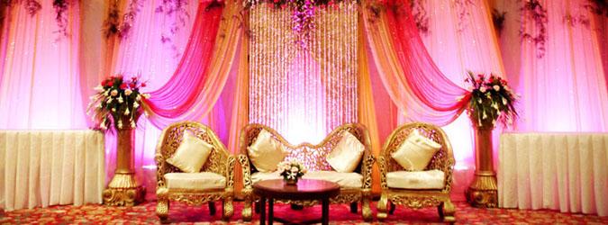 Dekorasi untuk ruang pernikahan membutuhkan konsekuensi berupa biaya - pikiran - dan tenaga