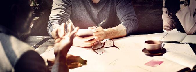 Sangat penting untuk berdiskusi dengan seluruh anggota sebelum memfokuskan arah dan tujuan organisasi
